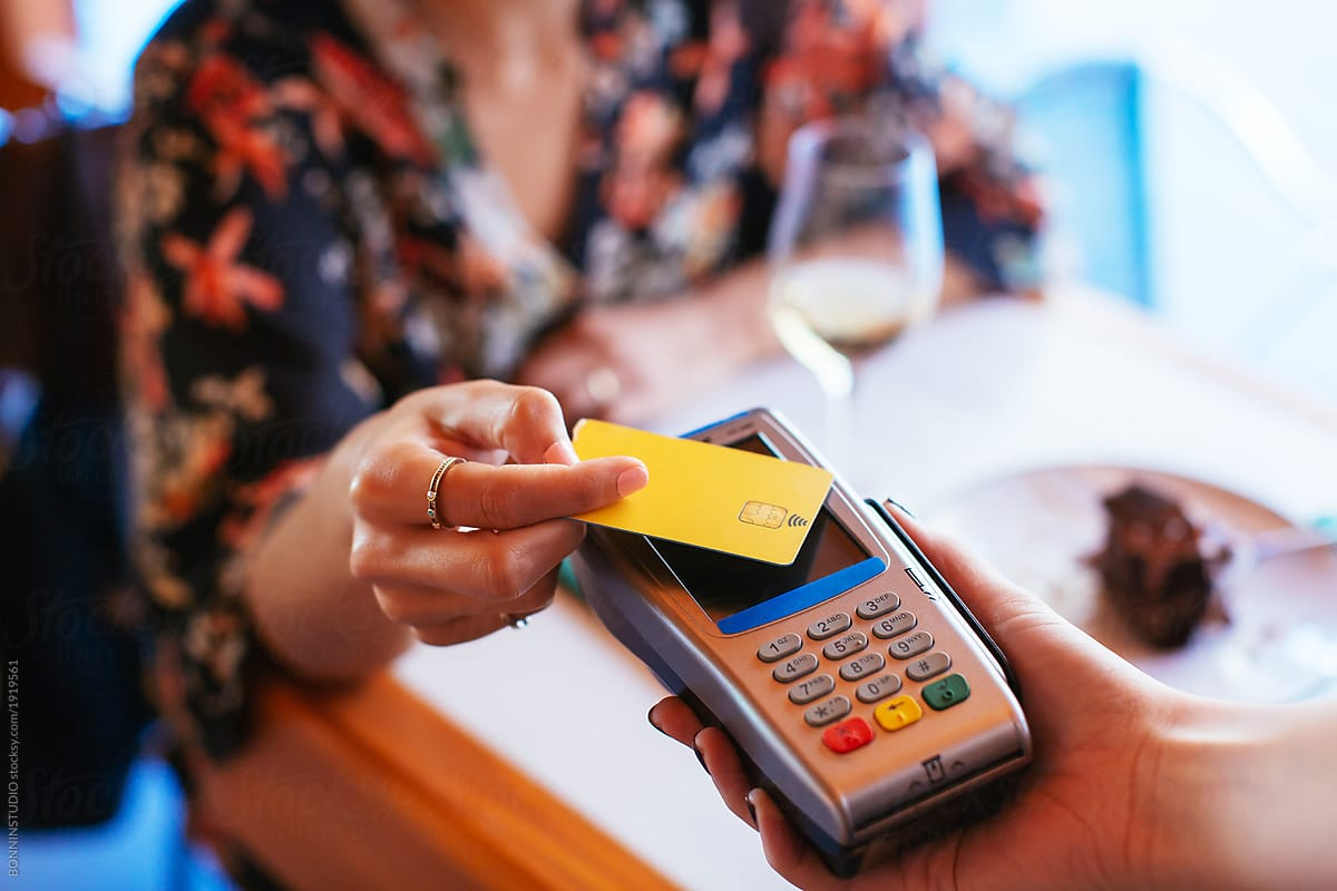 image of a card payment being taken on contactless card machine for website J&J Commercial Finance